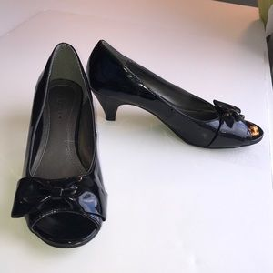 Kenneth Cole 7 1/2 open toe Patent leather pumps